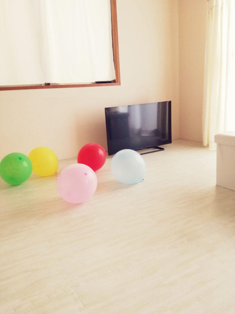 テレビの部屋と風船