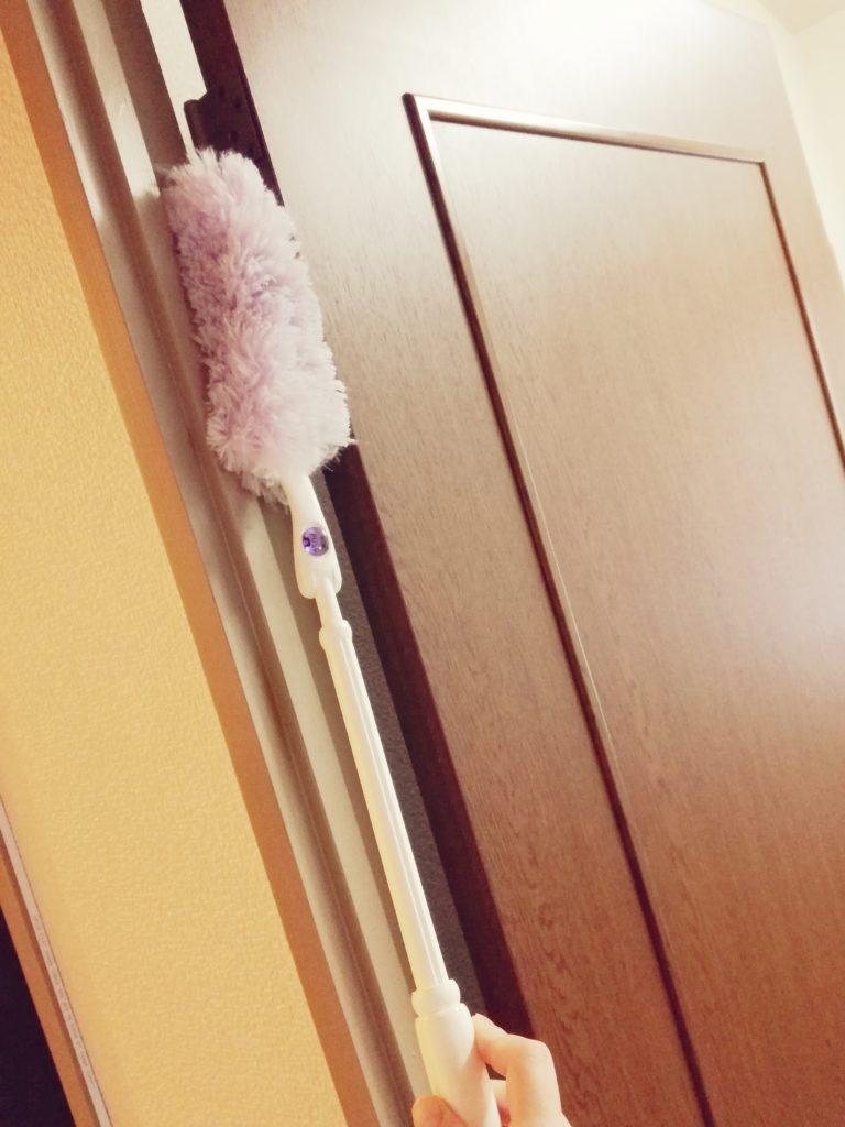 ドアとハンディモップ