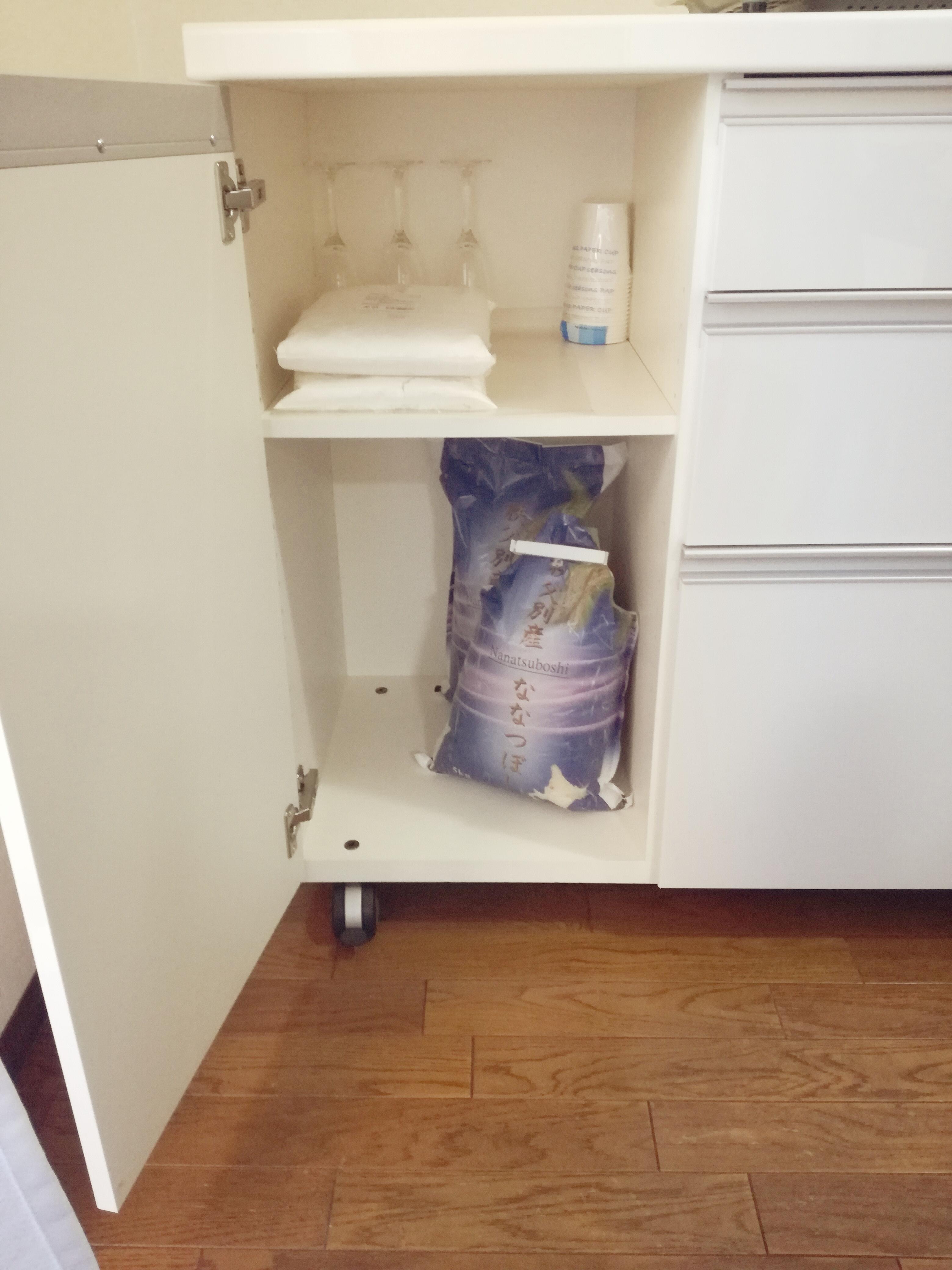 キッチンカウンター 左の扉の中