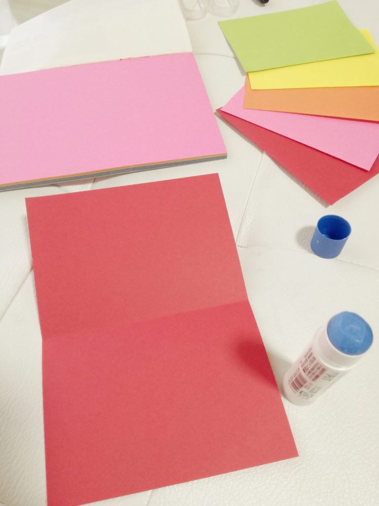 色画用紙で袋作り